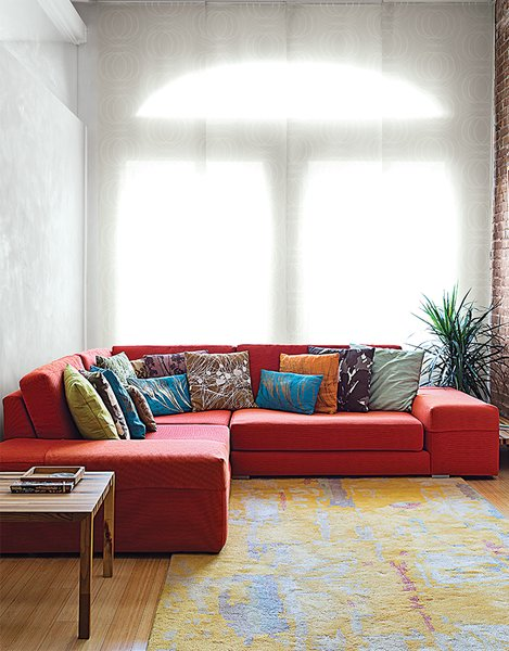 The living area features a custom Viesso sofa with an FSC-certified frame and a stuffing of all-natural latex. It was recovered in Bella-Dura, a 100 percent American-made technical fabric, woven using a proprietary polyolefin fiber. The rug is from CB2 and the window covering is from The Shade Store.