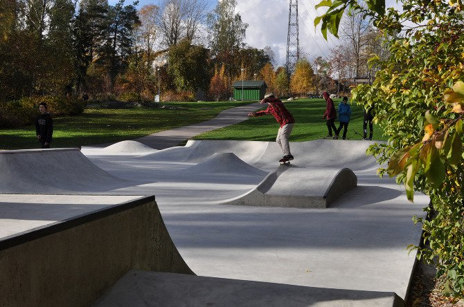 Skatepark Hilleri is located in Herttoniemi on the eastside of Helsinki. The renewed skate park is fully built out of concrete with steel and granite edges for grinding. The whole masterplan for the open space will be finalized in spring 2013.