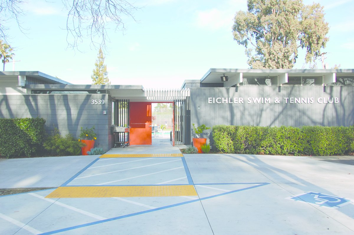 Eichler Swim & Tennis Club, Palo Alto, California. Never-Before-Seen Images of Iconic Midcentury Modern Eichler Homes - Photo 2 of 6
