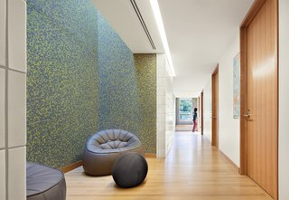 Cutting-Edge Dorms Embrace The Landscape with No Need for Elevators or Interior Stairs - Photo 2 of 7 -