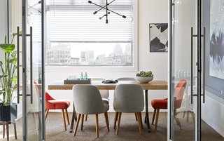 These Modern Workspaces Are Just As Welcoming as Your Living Room - Photo 2 of 9 -