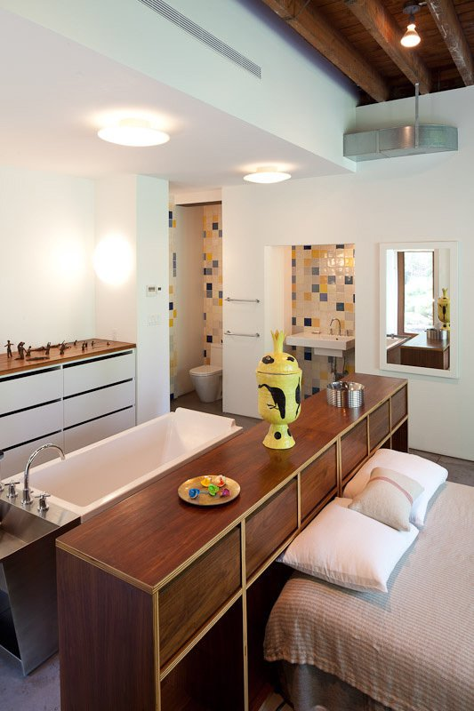 The bath was placed behind the bed, another example of the way the artist—who was accustomed to sleeping in the pool area of her previous apartment—likes to break down spatial boundaries and traditional designations of rooms.