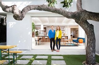 Architect Mike Jacobs recast the Los Angeles house of actors Adam Jones and Jayma Mays.