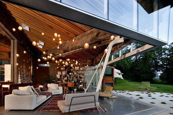 Situated between two forest, the 23.2 House by Omer Arbel offers a buffer between the distinct woodlands. White Rock, Vancouver, British Columbia, Canada. Photo by Omer Arbel Office.