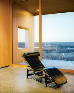This Modern Cabin Is the Ideal HQ For a Family in Alaska - Photo 7 of 19 - Le Corbusier, Charlotte Perriand, and Pierre Jeanneret designed the LC4 Villa Church lounge for Cassina.