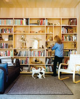This Modern Cabin Is the Ideal HQ For a Family in Alaska - Photo 8 of 19 - Architects Mayer Sattler-Smith designed the bookshelves and Alvar Aalto the 406 lounge chair for Artek.