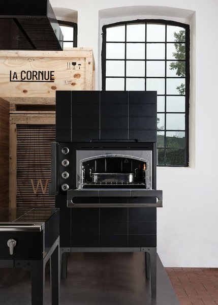 The W. Oven Tower still features La Cornue's signature vaulted oven shape.