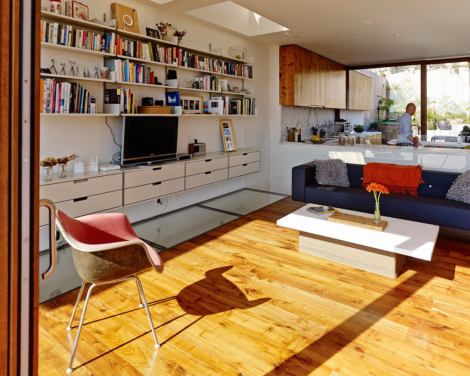 Tagged: Living Room, Medium Hardwood Floor, and Coffee Tables.  Photo 13 of 17 in Striking Slatted Wood and Glass Home in San Francisco