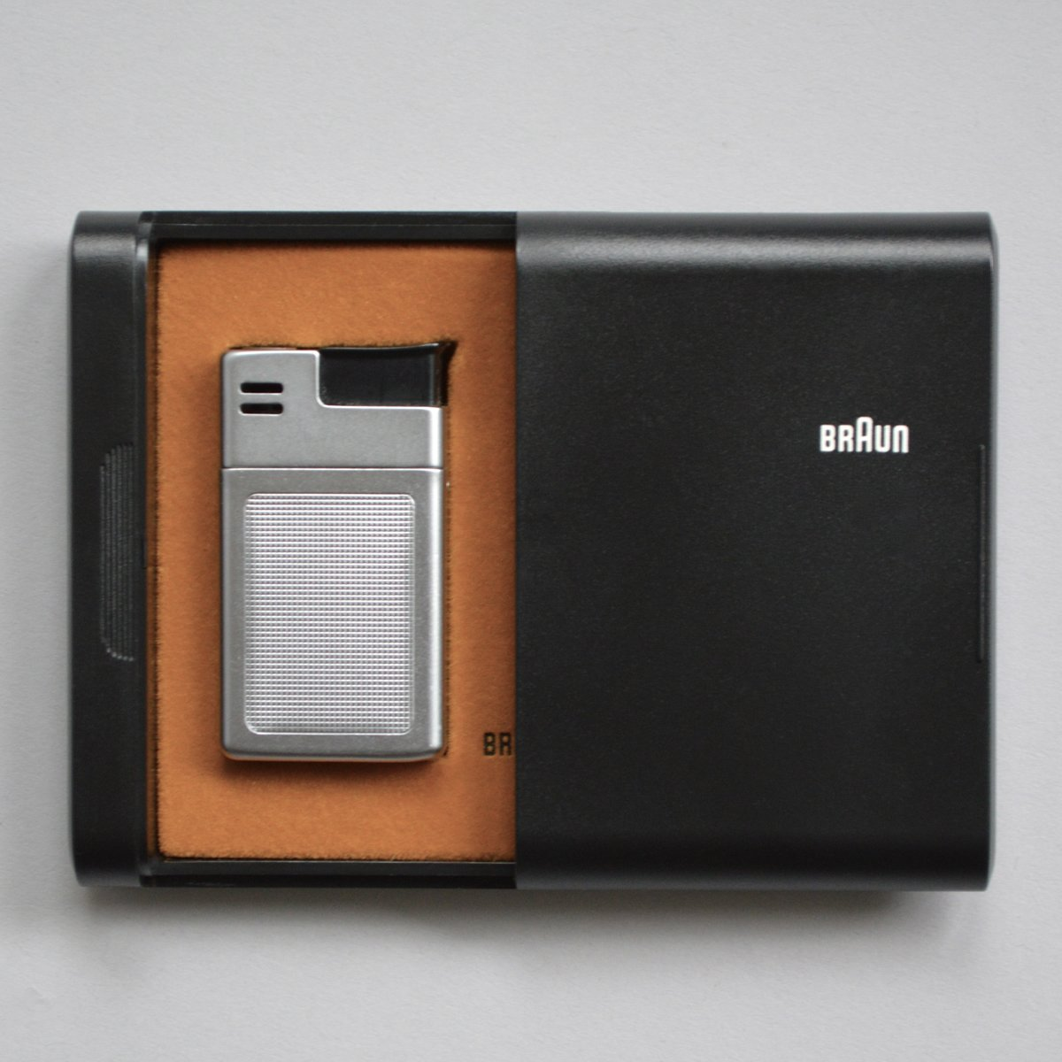 Braun Mach 2 lighter by Dieter Rams with Florian Seiffert (1971), with case. Shop the Vintage Braun Catalog from Your Web Browser - Photo 2 of 8