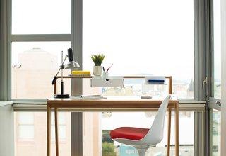This Elegant Router Inspired by Eero Saarinen Will Declutter Your Desk - Photo 2 of 4 -