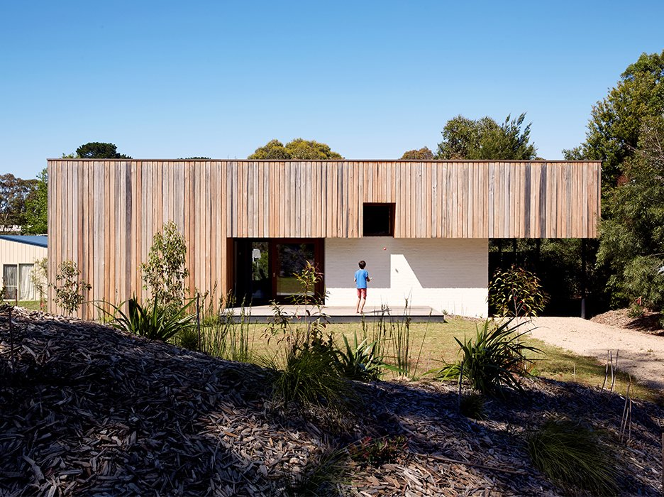 And for all those Luddites out there who are reluctant to change, we have something for you, too: a story on a deliberately low-tech vacation home in Merricks Beach, Australia.