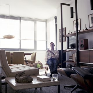 Photographer Captures Her Facebook Friends in Their Homes - Photo 4 of 9 -