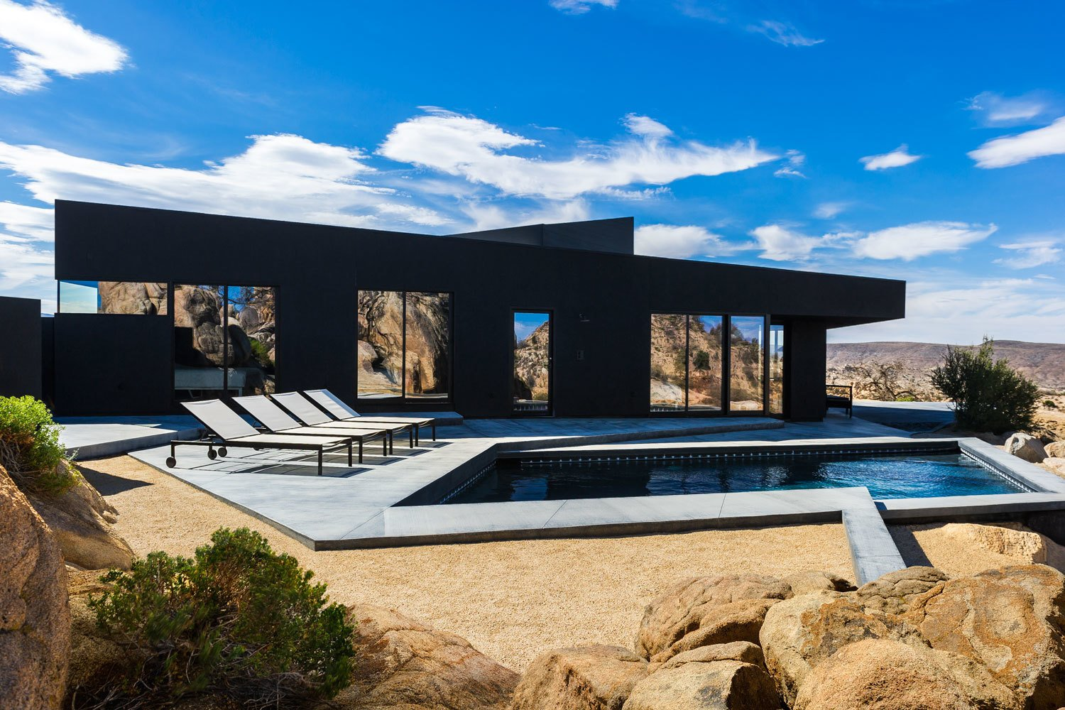 ^ Dwell - Modern Desert Homes