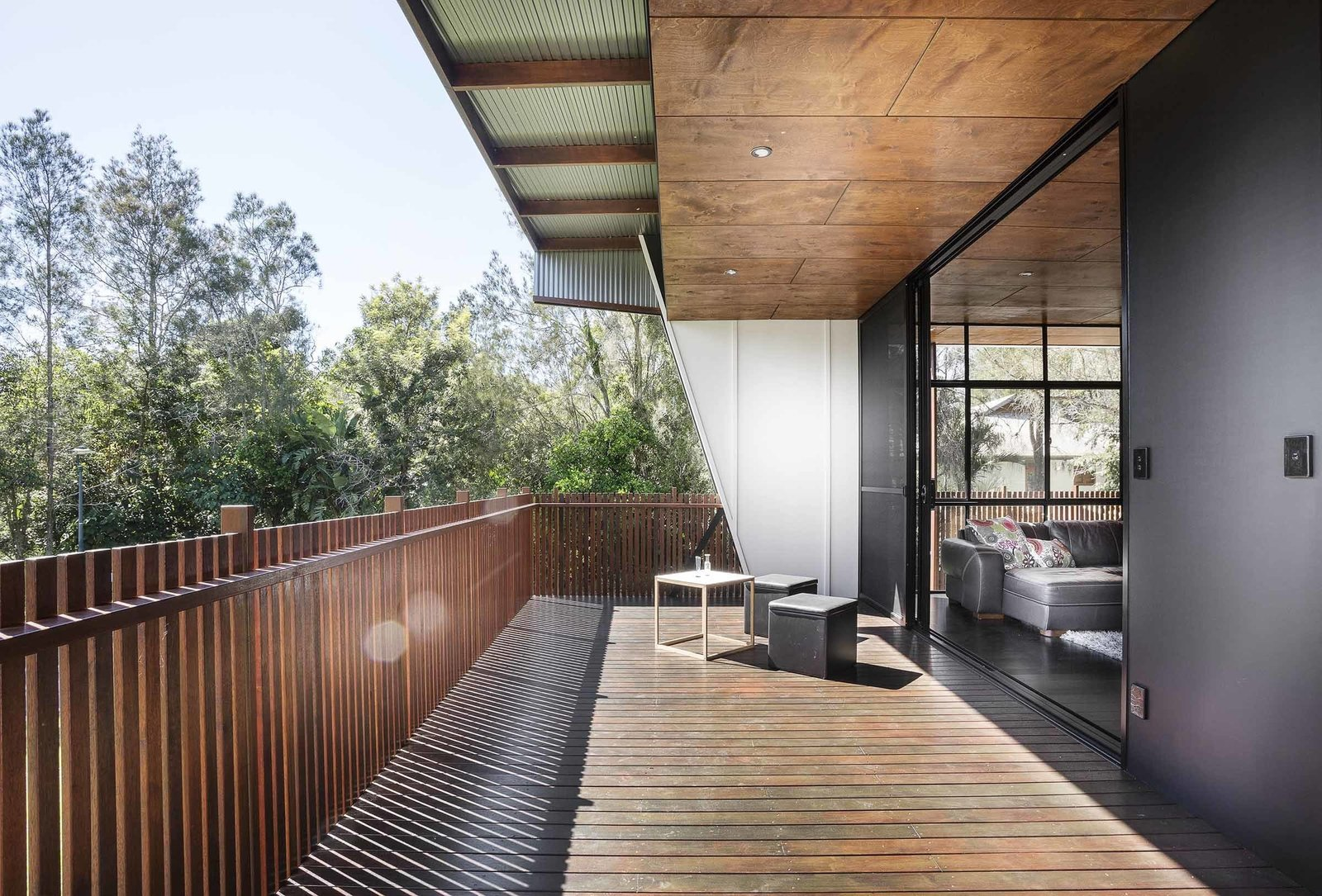 The top floor opens onto an expansive deck on the north side of the house. An entry yard on its east side provides a seamless connection to the outdoor environment, while ensuring adequate shading and screening for privacy.