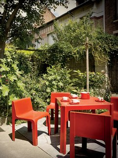 This Petite Paris Apartment is a Vintage Furniture–Filled Delight - Photo 3 of 9 - On his patio are a table and chairs from the 1968 Ozoo collection by Marc Berthier for Roche Bobois.