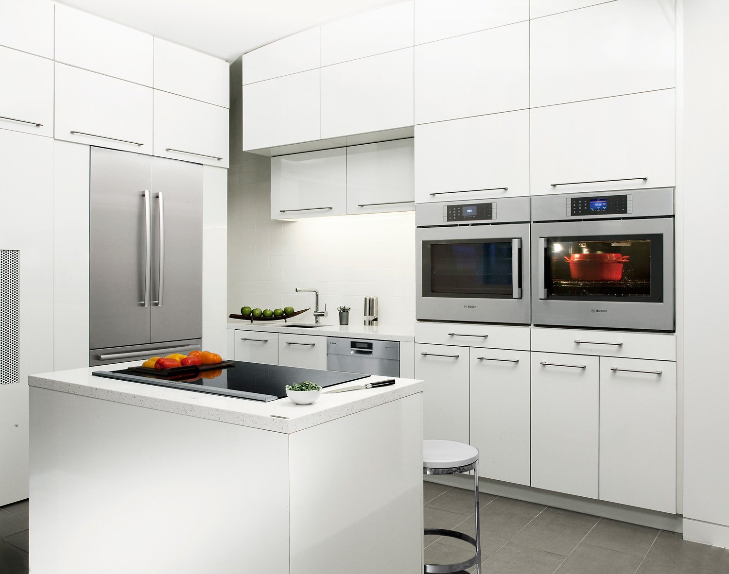 This rational European ethos motivates Bosch appliances' design down to the most minute details. For meals that require large and small pots, the FlexInduction feature on Bosch Benchmark induction cooktops combines two distinct cooking zones into one contiguous area, providing total fluidity of movement. Kitchen by Madainn Jonah Krall