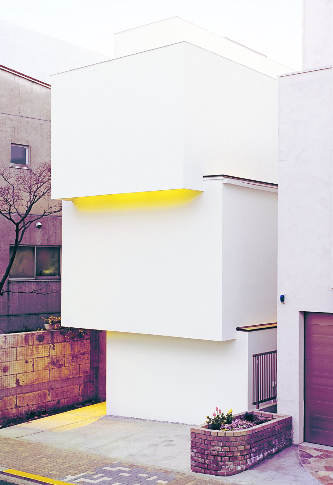 OBI-House by Tetsushi Tominaga, 2013, in Bunkyo-ku, Tokyo Prefecture  Unabashedly Strange Houses in Japan by Luke Hopping from Boldly Modern Japanese Houses
