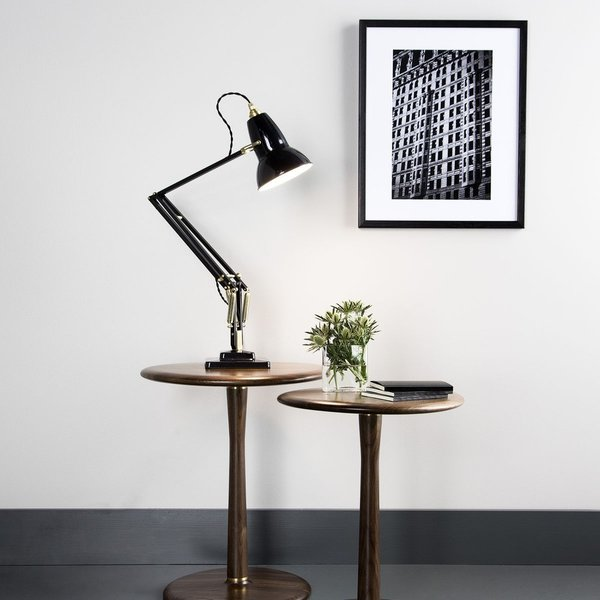 Anglepoise's Original 1227 was launched in 1934, and is considered the archetypal lamp from the British company. The lamp took off where other contemporary task lamps left off, using a newly developed constant spring technology to create a lamp that was extremely flexible and adjustable, while also maintaining a consistent balance and stability.