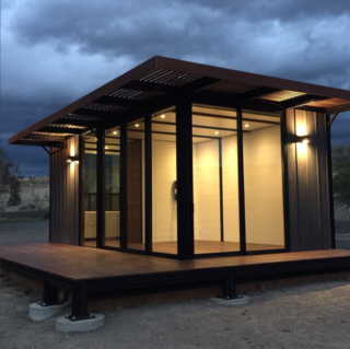 Photo of the Week: Tiny Prefab on the Banks of the Oregon River - Photo 1 of 1 -