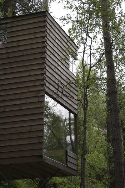 Windows are punctuate the façades of the new cabins at unexpected but strategic locations in order to frame and maximize views.