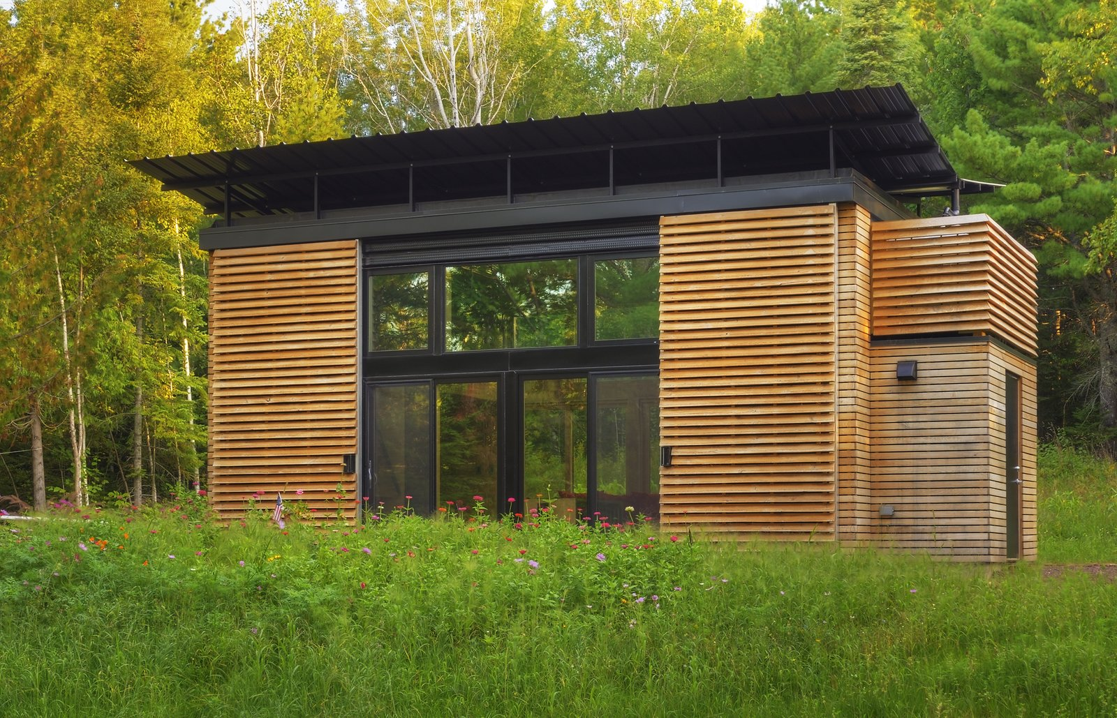 Modern homes that are 500 square feet or less by zachary for Small footprint cabin