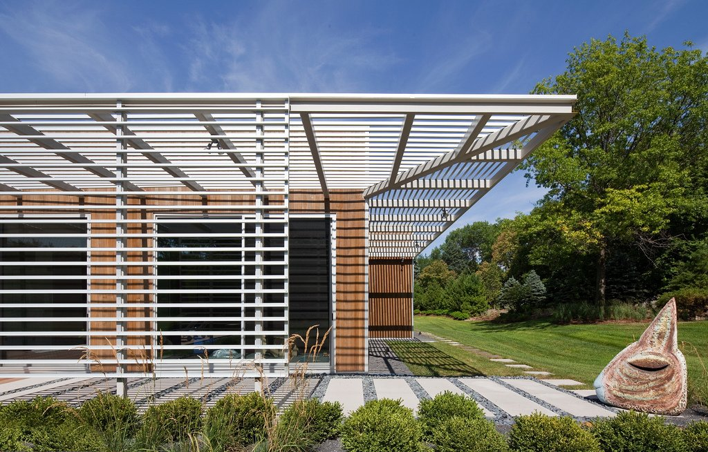 The work of Richard Neutra inspired Dolezal's rectalinear, low-slung design for the structure.