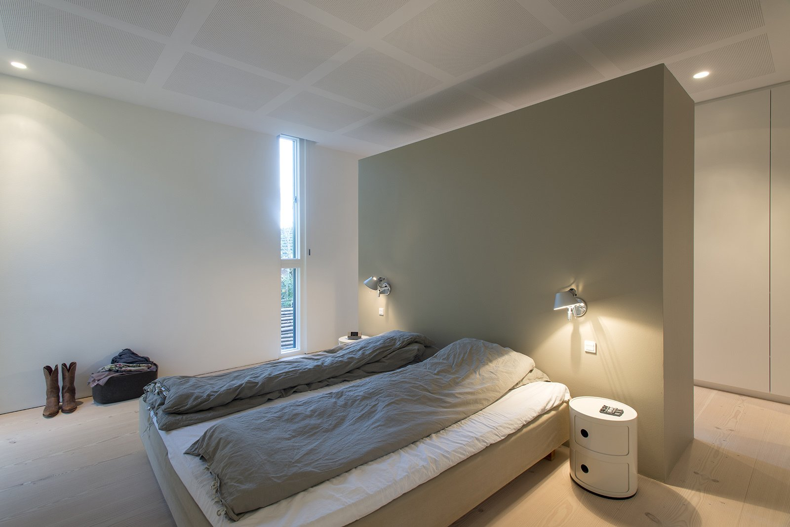 Design classics like the Tolomeo wall sconce and Componibili table round out the bedroom. Villa R by Diana Budds