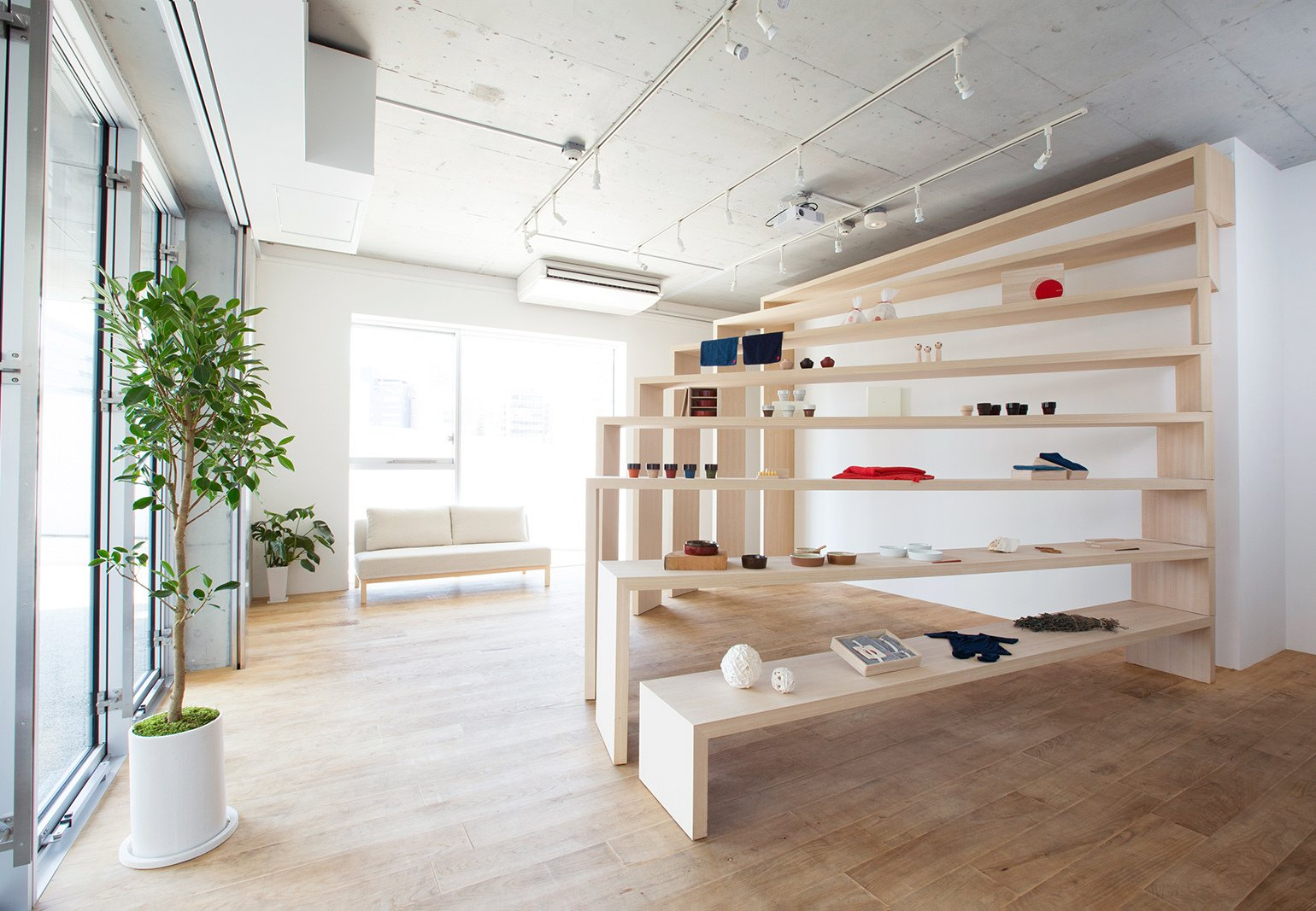 A space saving flexible retail design in japan collection for Retail space design