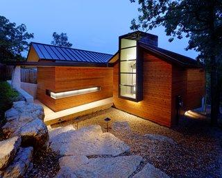 Modern Lake House in Missouri - Photo 2 of 9 -