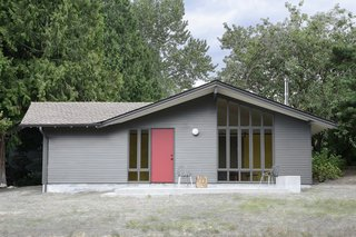 A Washington Horse Stable Becomes a Flexible Artist's Studio