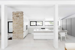 How to Refresh a Midcentury Gem in Quebec? Winter-White Everything - Photo 7 of 12 -