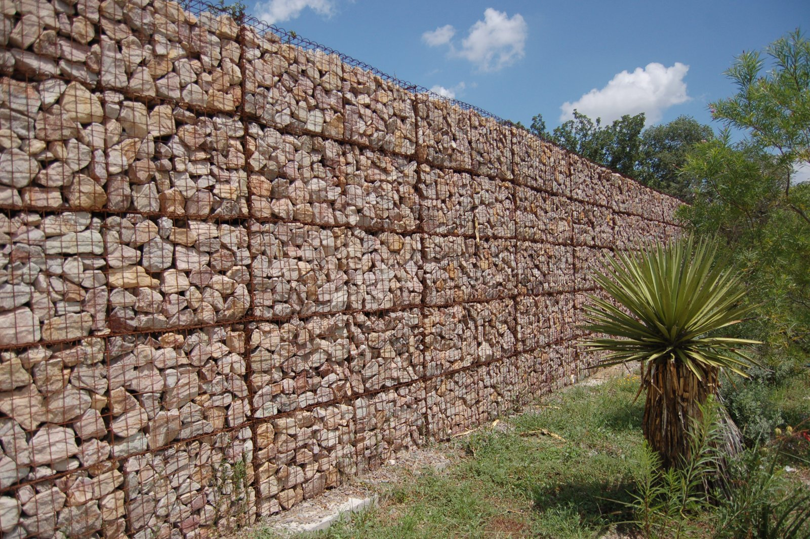 As we were driving around, I spotted this incredible gabion fence. Massive and perfectly arranged, the fence surrounded a privately owned community events space.  30+ Best Modern Fences by William Lamb from Two Days in Marfa, Texas