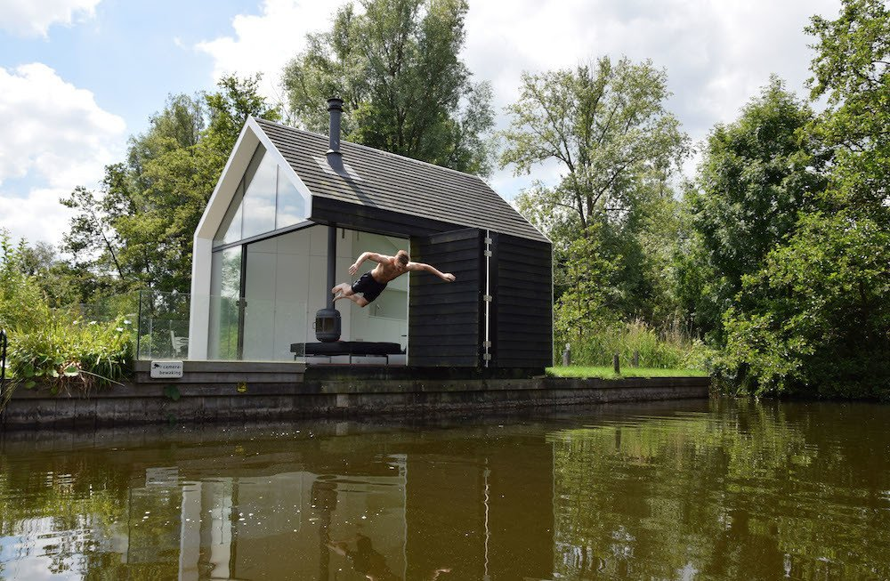 #prefab #prefabhomes #prefabricated #modern #architecture #modernarchitecture #environmental #lake #budget #modular #exterior #glass #oneroom #RemkoRemijnse #2by4Architects