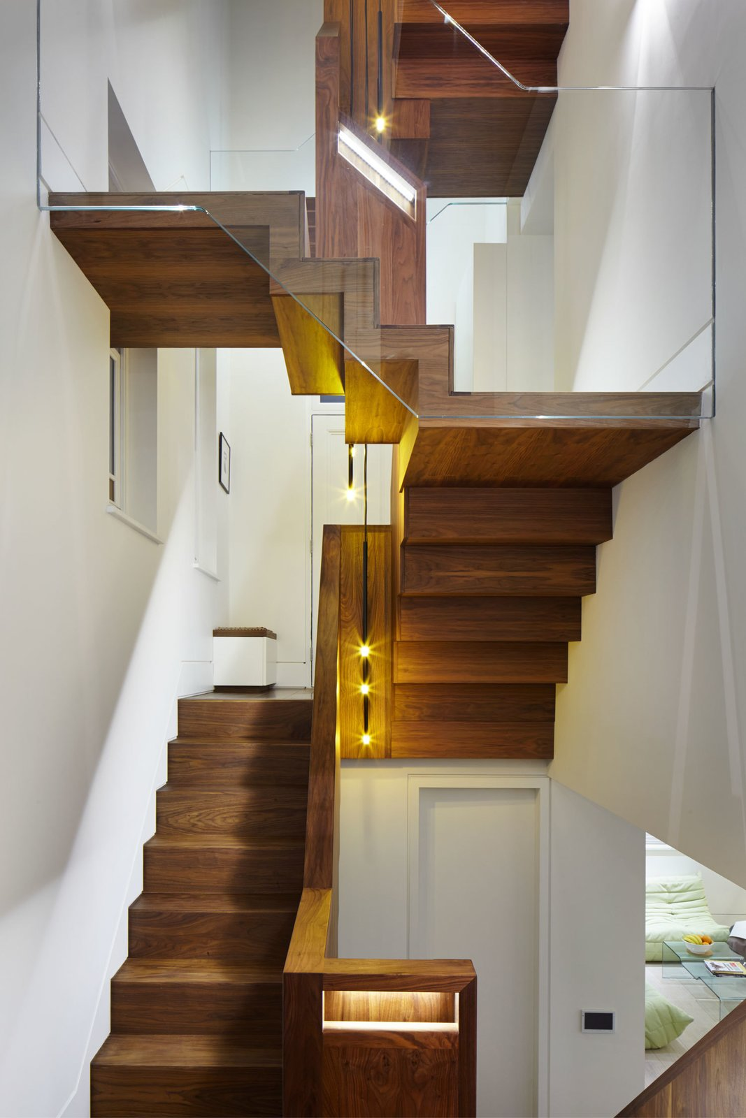 #stairs #interior #inside #indoor #FraherArchitects #London #modern #minimalist #wood #glass #shape #lighting #walnut #TomDixon   Photo by Jack Hobhouse   60+ Modern Lighting Solutions by Dwell from step by step