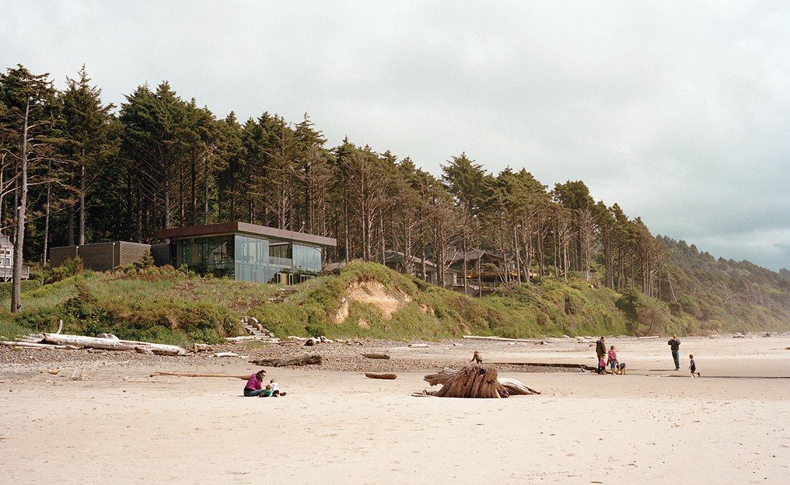 #beachhouse #exterior #modern #modernarchitecture #minimal #beach #coast #CannonBeach #Oregon #BooraArchitects