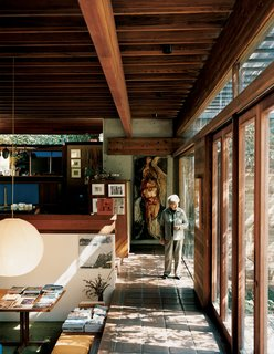 """25 Homes With Exposed Wood Beams: Rustic to Modern - Photo 23 of 25 - #modern<span> <a href=""""/discover/midcenturymodern"""">#midcenturymodern</a></span><span> <a href=""""/discover/interior"""">#interior</a></span><span> <a href=""""/discover/multilevel"""">#multilevel</a></span><span> <a href=""""/discover/exposedbeams"""">#exposedbeams</a></span><span> <a href=""""/discover/livingroom"""">#livingroom</a></span><span> <a href=""""/discover/raykappe"""">#raykappe</a></span><span> <a href=""""/discover/losangeles"""">#losangeles</a></span>"""