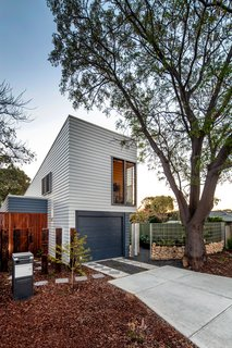 Thin, Mint: A Eco-Friendly House Rises in Compact Quarters - Photo 2 of 5 - The narrow structure is oriented to make the most of views of the tree-lined property, which helps passively regulate temperatures by blocking sun in summer and allowing in heat in winter.
