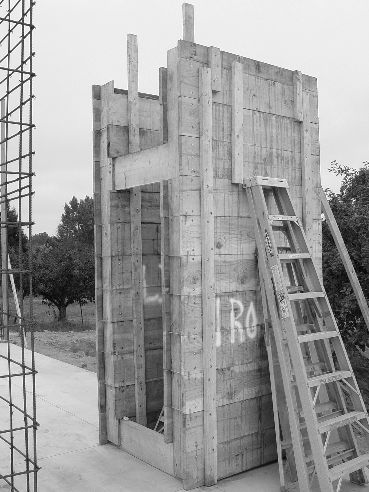 The Andersons designed a system of four-by-four-foot concrete modules, created from a reusable formwork of 2-by-12-foot boards that could be easily moved around the site. By using the units repeatedly, the architects saved on cost and materials as well as scaling the work to be manageable with one concrete truck and a two-person crew. The resulting facades are textured from the rough wooden planks. A Sonoma Prefab That Celebrates a Family's Passion for Cooking - Photo 7 of 18
