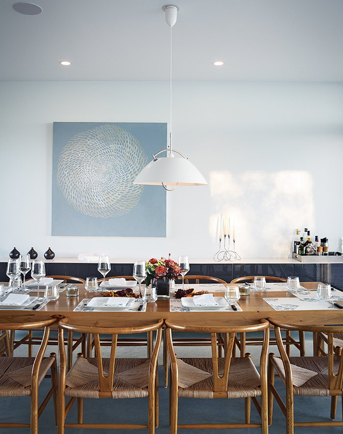 #seatingdesign #seating #diningroom #tabletop #pendant #lighting #HansWegner #CarlHansen&Søn #Cabinet #diningtable #CloudWhite #BenjaminMoore #Meshed #AnnaYuschuk  Photo courtesy of Christopher Wahl   100+ Best Modern Seating Designs by Dwell