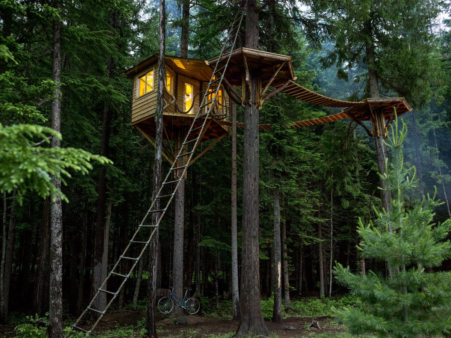 #smallspaces #offthegrid #treehouse #Sandpoint #Idaho #EthanSchussler #CabinPorn #cabin #quiet #landscape #outdoor #outside #exterior   Photo courtesy of: Noah Kalina  Modern Treehouses by Aileen Kwun