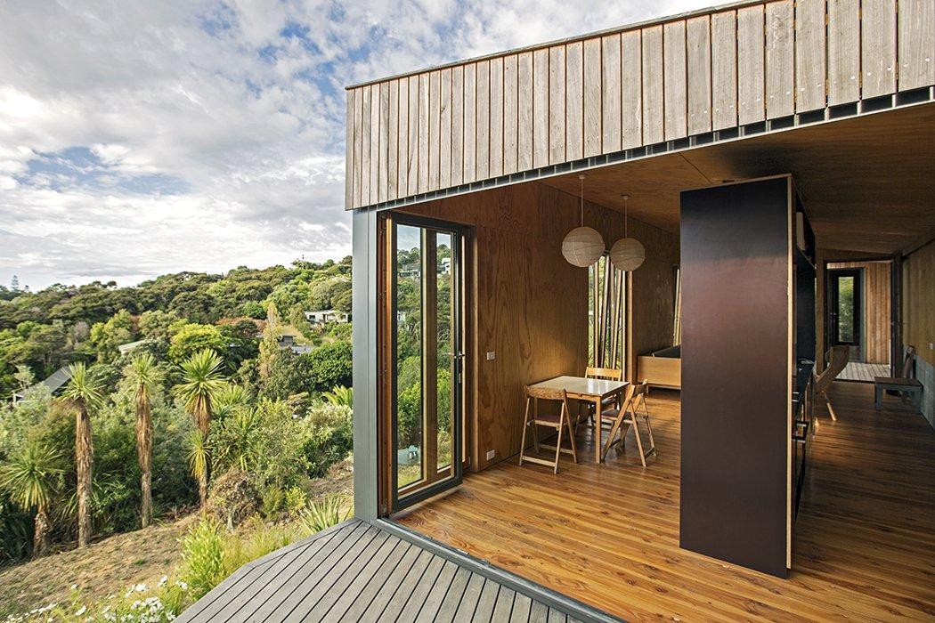 #modern #prefab #home #newzealand #hillside #views  Photo by Russell Kleyn   Daring Hillside Homes by Diana Budds from Rad Prefabs