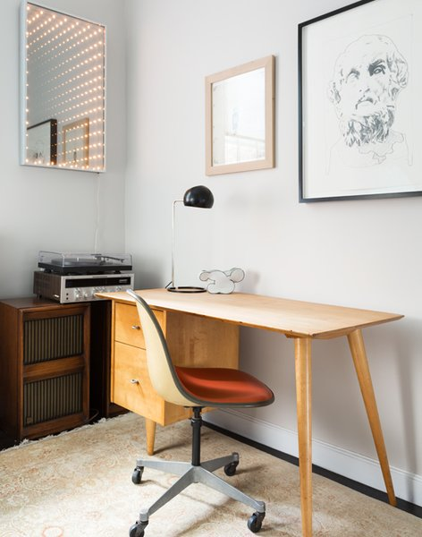 In the office, a 1950s desk by Paul McCobb is complemented by an Eames chair and the Boi desk lamp by David Weeks Studio. The lighted mirror is a piece called