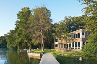 A prefabricated lakeside New Jersey retreat is one woman's outdoorsy counterpoint to city life.