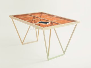 The table also uses the same solar cell technology.