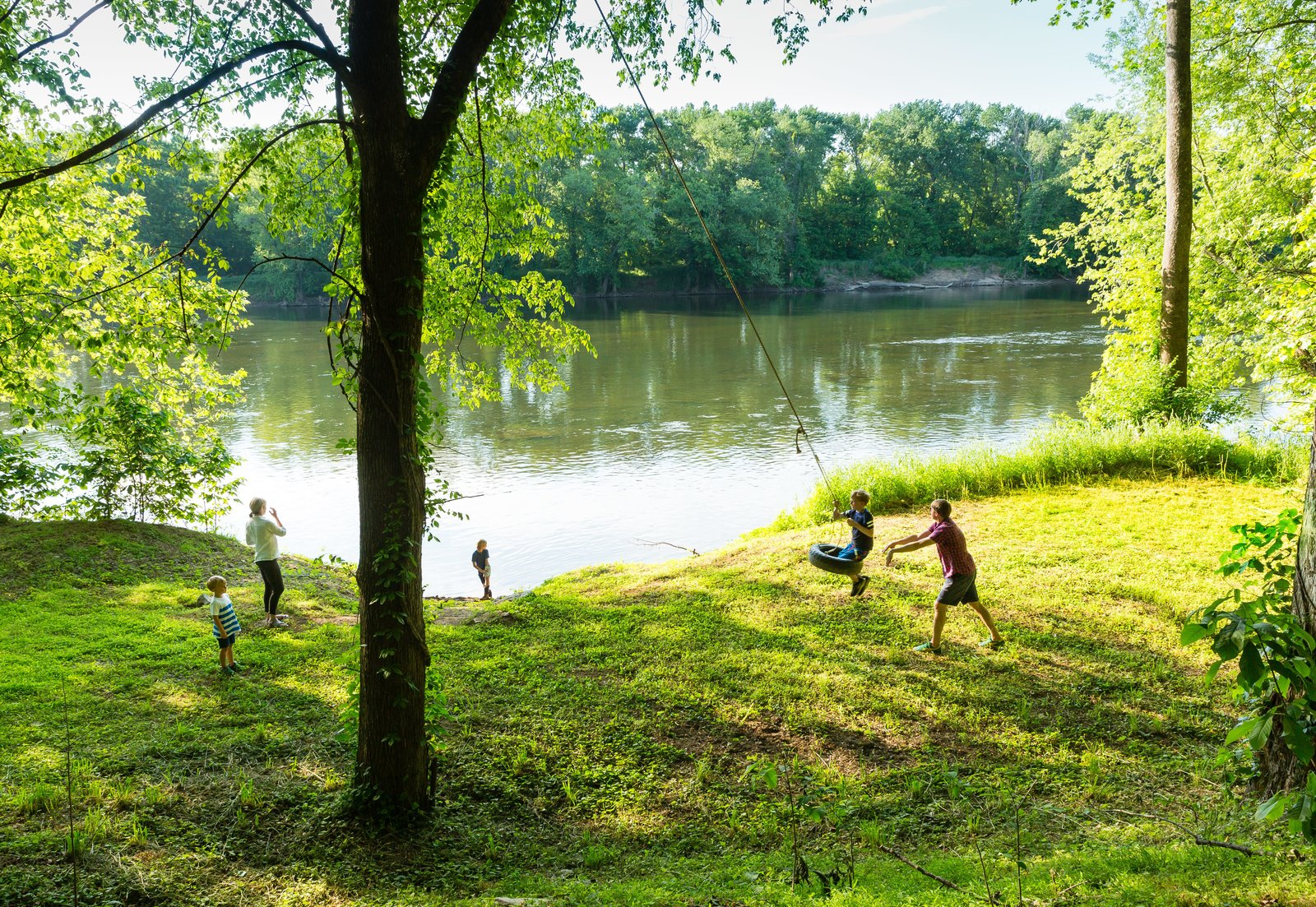 Sited on a long and narrow 40-acre plot, the home opens to expansive views of the river, to the north—and plenty of space for the kids to play.