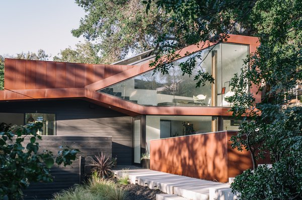 Resident Richard Kim, who works as the head of design at electric car company Faraday Future, tested his know-how with the creation of his own Los Angeles home, a curvilinear structure clad in Cor-Ten steel and black-stained cedar.
