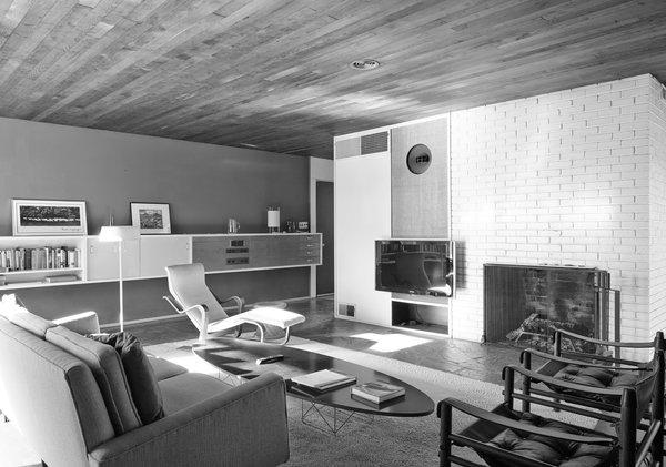 Homeowners Robert Barnes and Karen Bisset decided to stick with Breuer's original interior layout.