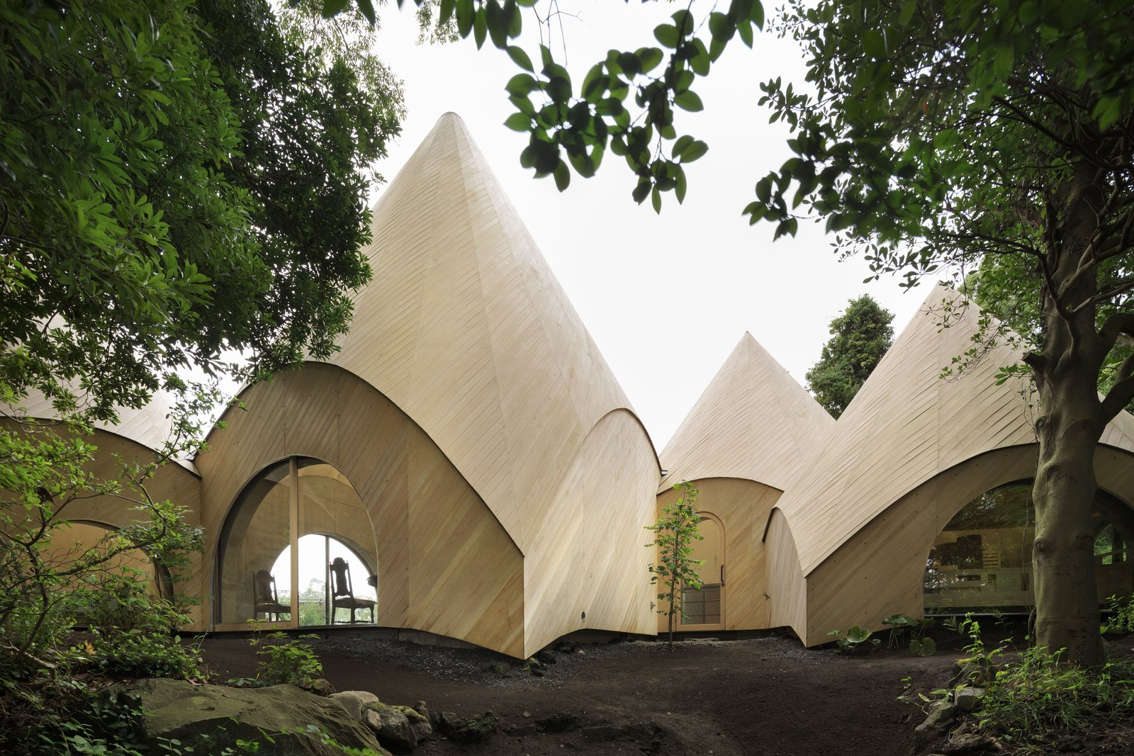 Designed for two women in their 60s, this collection of little huts make up a private home and a food service for the community.  Unabashedly Strange Houses in Japan by Luke Hopping from How to Age Gracefully in Japan