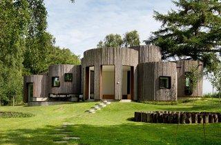 This Week's 10 Best Houses - Photo 3 of 10 - Via Dezeen, photo by Hausaufmoen
