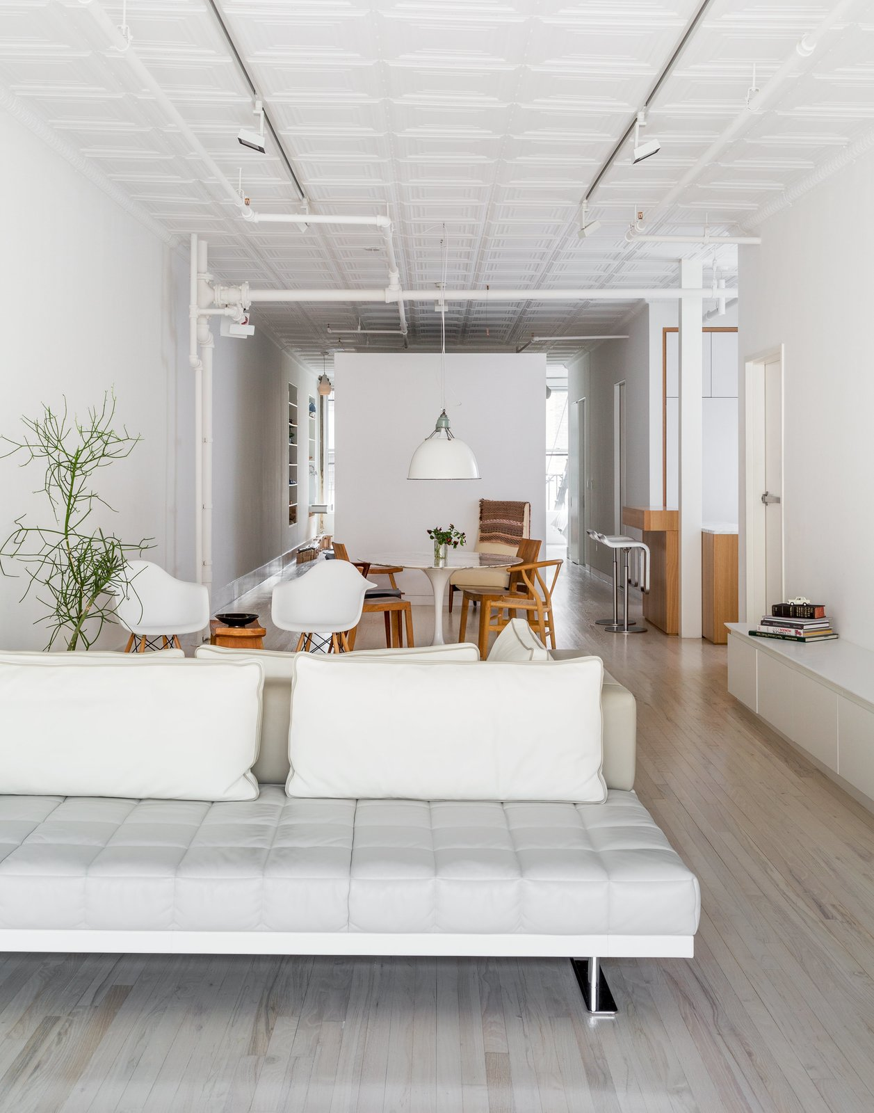 When a Manhattan family approached Frame Design Lab to create a more private master bedroom, they imagined the firm would simply rework a few closet walls. Instead, partners Nina Cook John and Anne-Marie Singer proposed a bold plan to divide the space by adding a 60-square-foot unit in the middle of the floor plan to reorganize the flow.